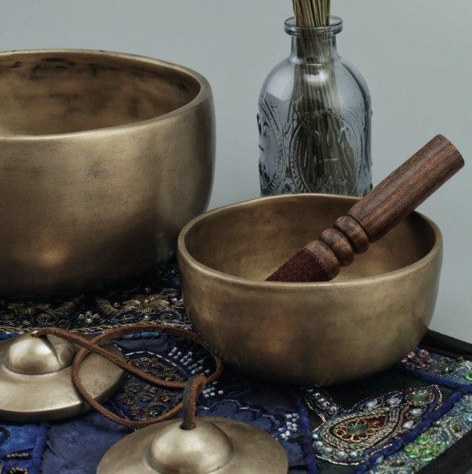 brass color singing bowls